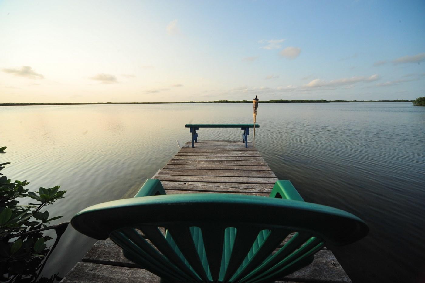 Ponton sur le lac